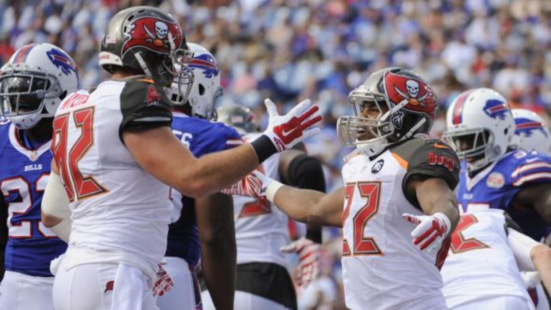 Doug Martin lució con el equipo de la Florida con un touchdown y acarreo...