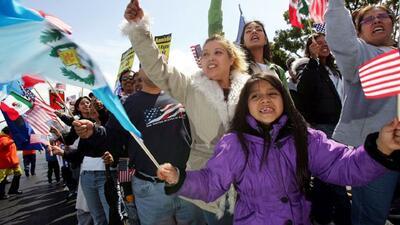 Hispanos y latinos desconocen su raza