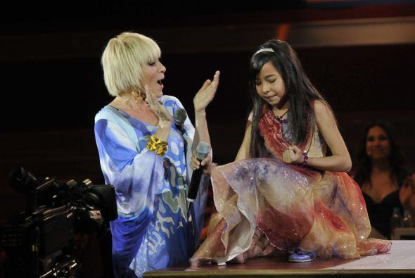 Yuri se emocionó tanto que cantó al lado de Magaby.