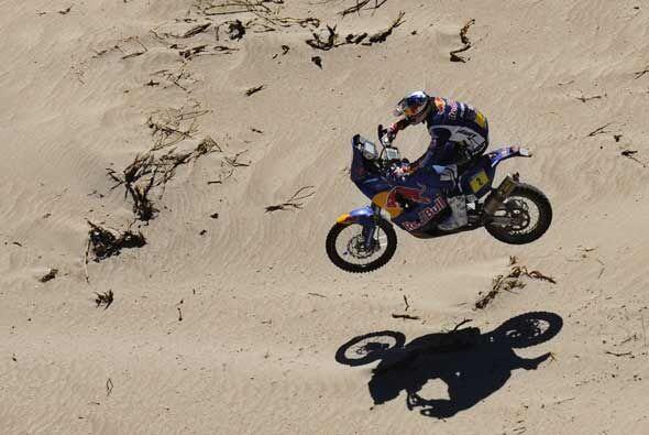 El campeón actual en motos, Cyril Despres, está teniendo problemas para...