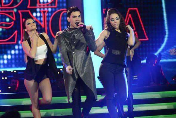 El boricua estuvo acompañado de los bailarines de Va Por Ti.