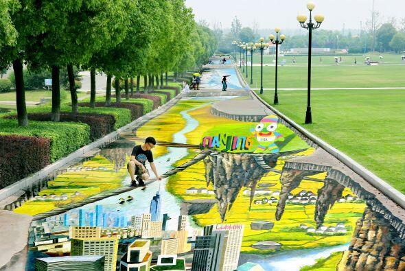 El dibujo abarca toda la senda y en el final se conecta con el camino pr...