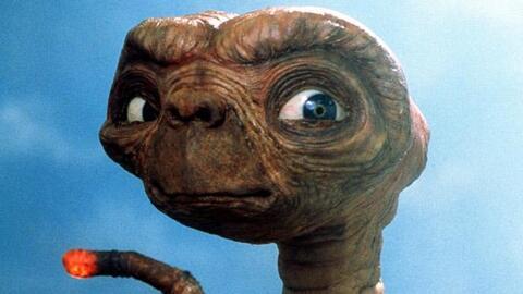 """""""Crímenes cometidos por aliens"""""""