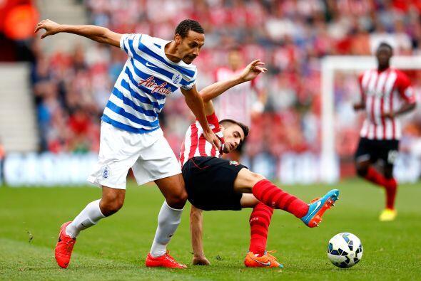 En ese partido Rio Ferdinand sometió así al medio del Southampton Dusan...
