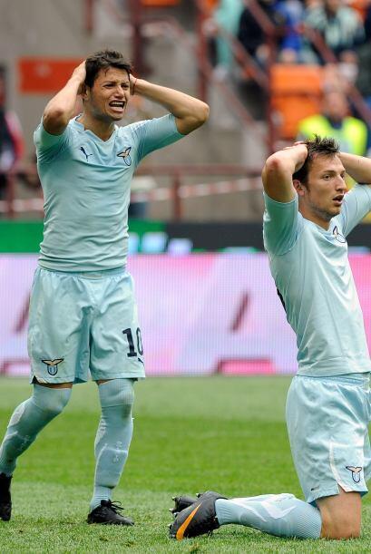 La policía detuvo a los jugadores de la Lazio al grito de ''manos en la...