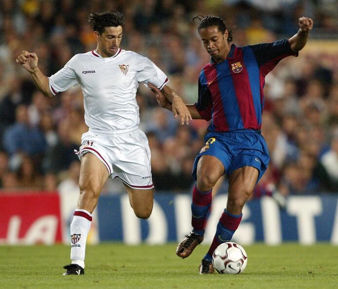 Ronaldinho se estrenó en el juego entre el Barcelona y Sevilla de La Lig...