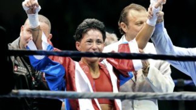Ada Vélez con su nuevo cinturón de la FIB.
