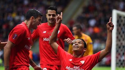 El colombiano fue la figura del Sevilla anotando dos goles en la final.