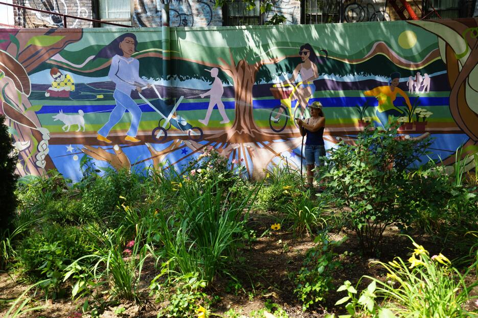 En Inwood Park, la comunidad cuida sus jardines.