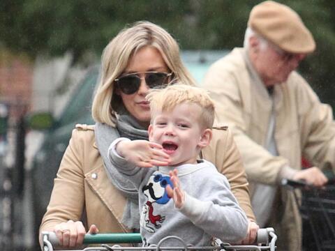 El pequeño Luca se divierte con las cámaras.