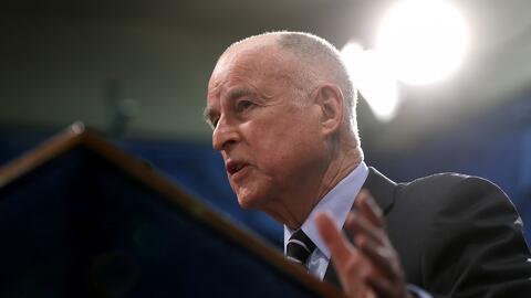 Jerry Brown aseguró que California seguirá trabajando en la lucha contra...