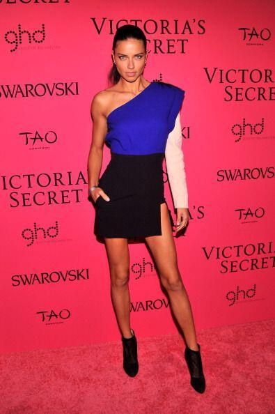 ¡Adriana tiene la sensualidad y el porte para usar lo que sea! Este 'mod...