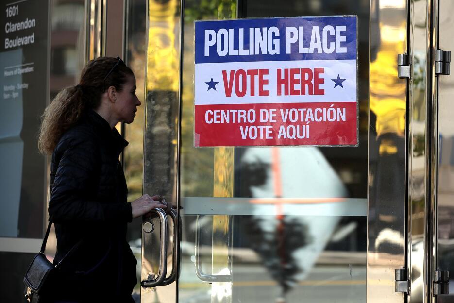 En fotos: la jornada electoral en Virginia GettyImages-621780062_virgini...