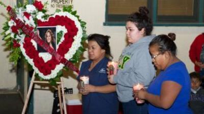 A un mes de la muerte de Jenni Rivera, aún sus fans no tienen un lugar e...