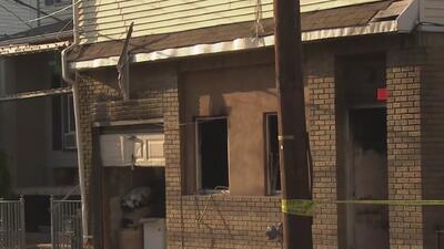 Mueren tres niños en un voraz incendio que consumió dos edificios en Nueva Jersey
