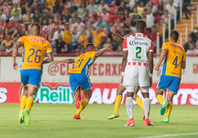 Necaxa y Tigres empatan en emocionante partido Francisco Meza celebra su...