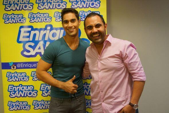 Enrique Santos estuvo en los ensayos de Premios Juventud con los artista...