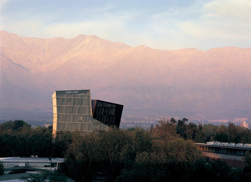 Torres siamesas, Campus Sasn Joaquín de la Universidad Católica de Chile...