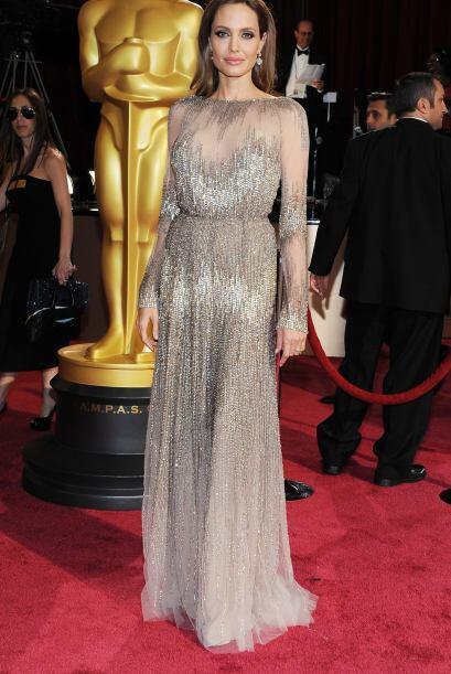 Angelina Jolie pecó de sofisticada y elegante. Simplemente su arreglo, m...