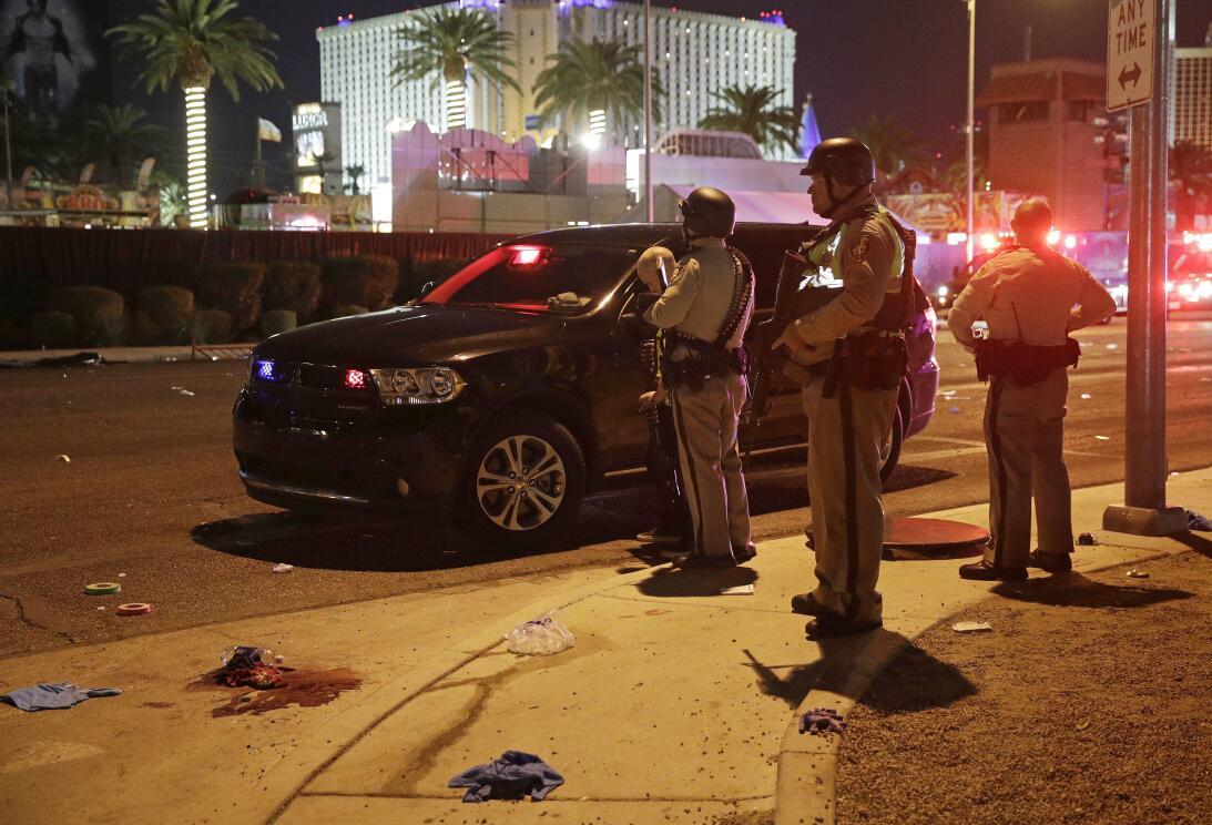 El pistolero, un hombre de 64 años, murió en la habitación del hotel des...