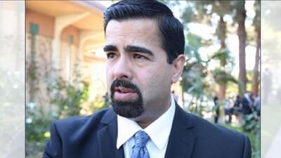 Alcalde de Bell Gardens muere baleado supuestamente a manos de su esposa