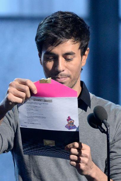 Enrique Iglesias fue el encargado de presentar el Mejor Disco del Año.