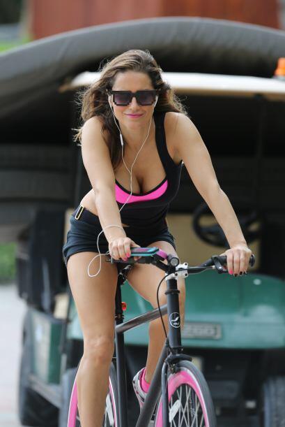 Mírala hace unos meses andando en bicicleta.