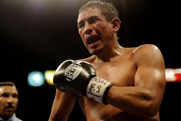 Márquez, de 35 años de edad, y que ha poseído los cetros de peso gallo d...