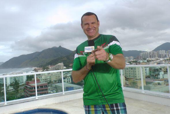 Alan está más que feliz pues hoy es el debut de México en la Copa del Mu...