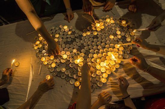 Como éste que fue formado por decenas de velas.