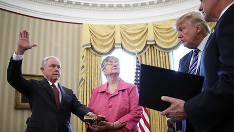 El fiscal general de Trump se reunió con el embajador ruso durante la ca...