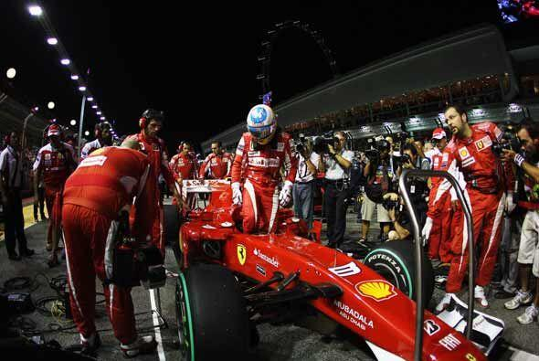 Alonso entró confiado a su Ferrari, con la seguridad de que iba a partir...