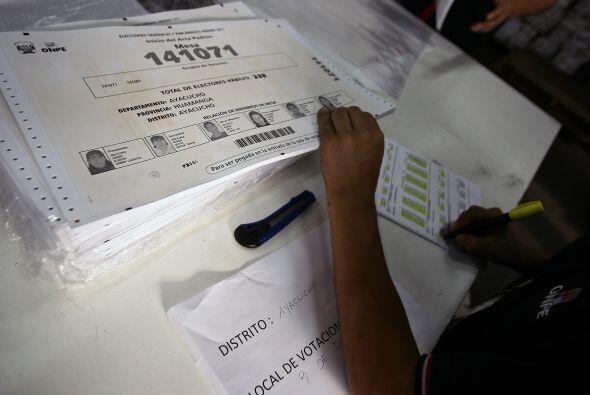 Los trabajadores de la Oficina Nacional de Procesos Electorales (ONPE) y...