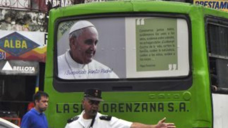 Asunción, la capital de Paraguay, se prepara para la visita del Papa Fra...
