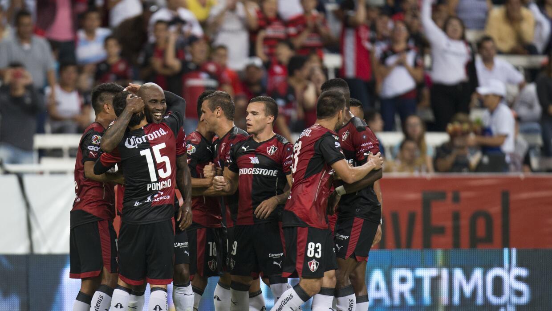 Atlas celebra uno de sus goles.