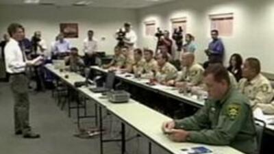 Autoridades del Condado Pima dentro del entrenamiento.