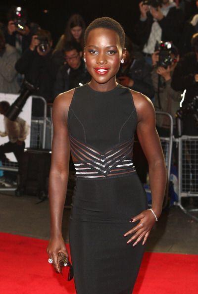 En Hollywood y el mundo, la gente habla de esta mujer de origen keniano...