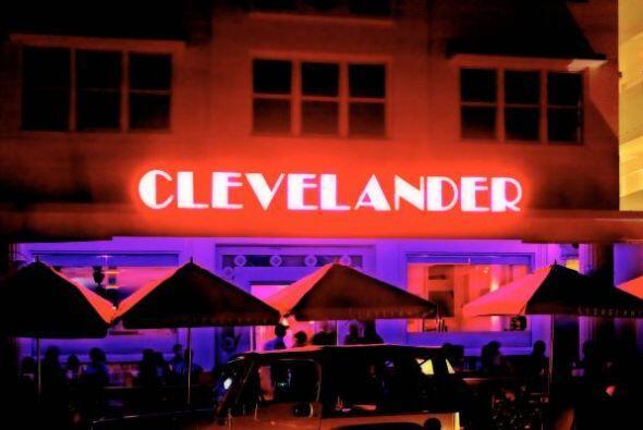 MIAMI En Miami no puede faltar el Hotel y bar Clevelander en Ocean Drive...