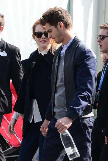 Andrew Garfield y Emma Stone se dieron una vuelta por Disney en Francia...