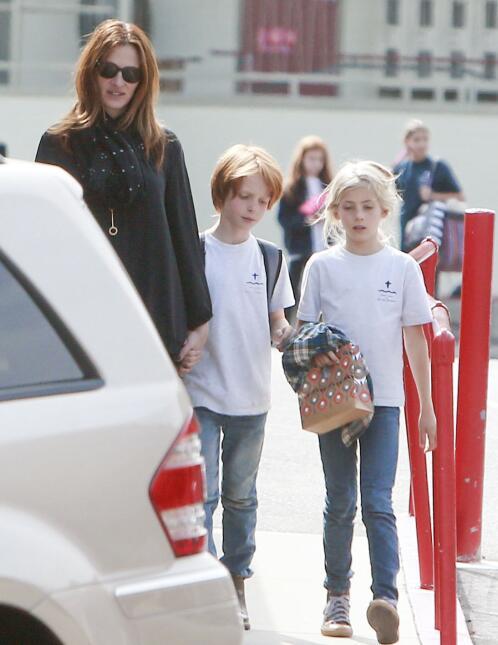 Tener gemelos parecer estar de moda y estos famosos están muy orgullosos...