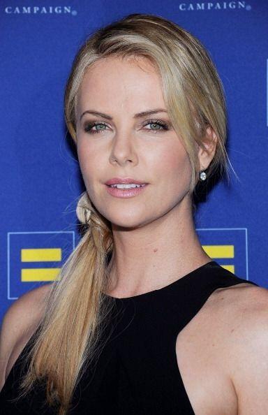 La guapa actriz y modelo sudafricana Charlize Theron ¡también le metió t...