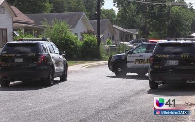 Investigan tiroteo entre una madre y su hijo