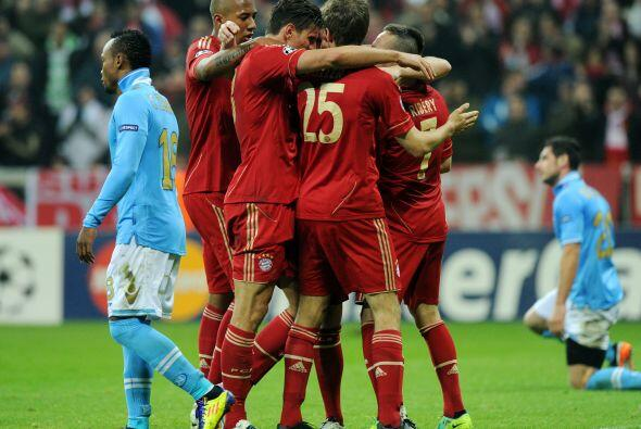 Bayern Munich le ganó 3 a 2 al Nápoli con 'triplete' de Mario Gómez. Par...
