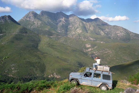 No frecuenta hoteles ni restaurantes, vive de la travesía y la aventura,...