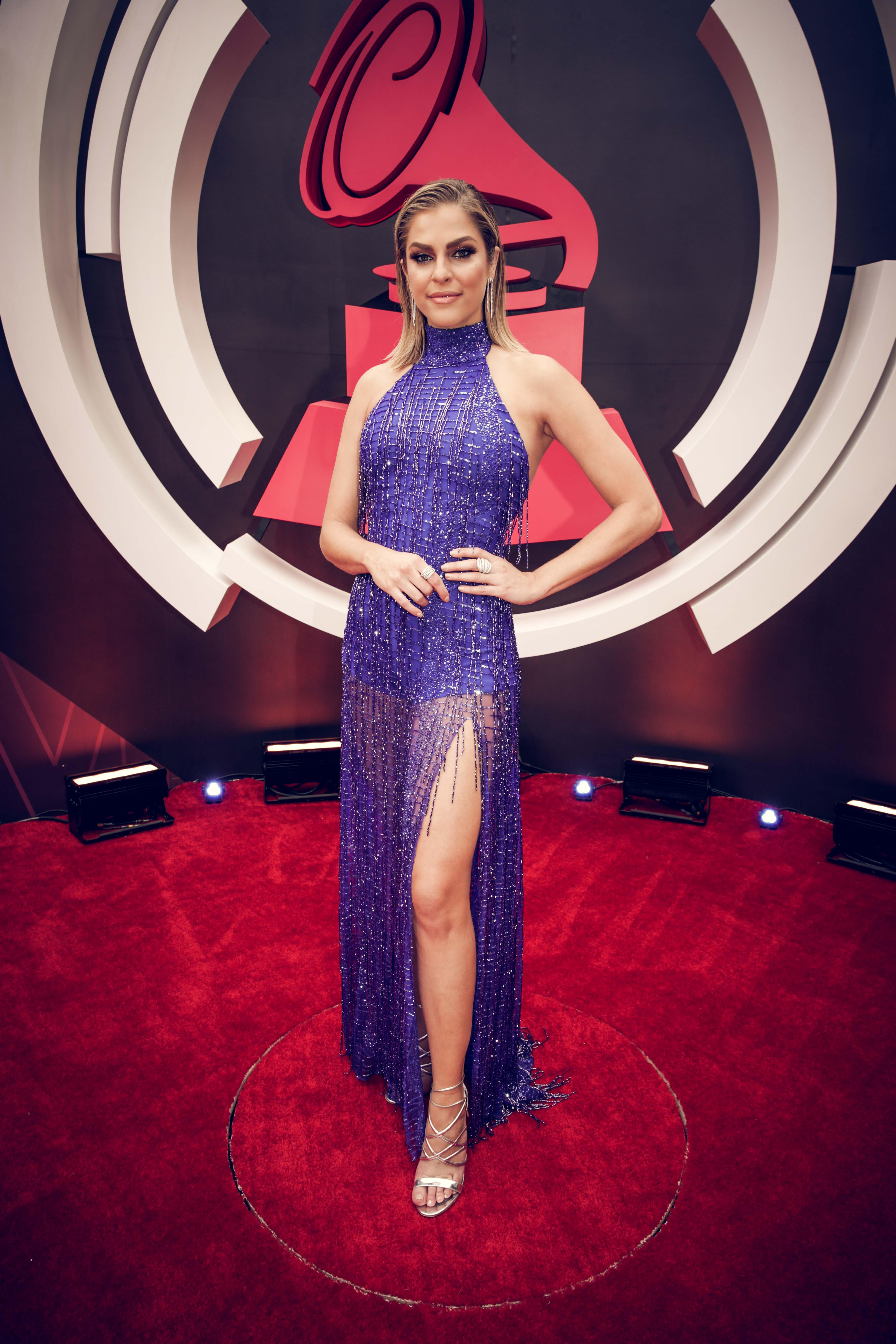 Latin GRAMMY: las más atrevidas de la alfombra roja - Univision