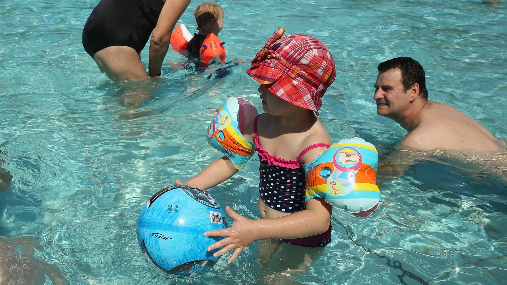 Medidas de seguridad para fiestas en la piscina for Descuidos en la piscina