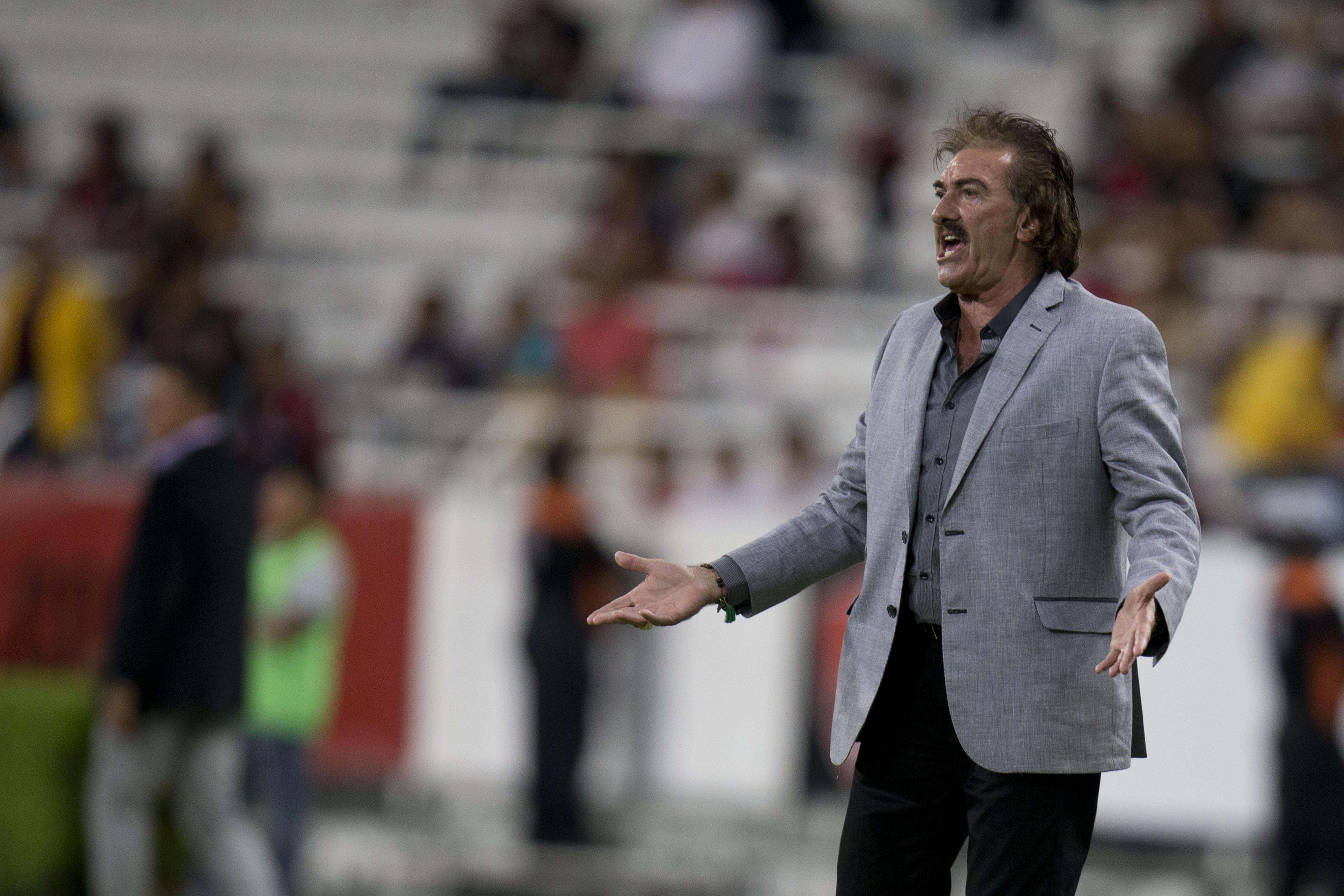 El dedo del medio de James y otras discusiones del fºtbol con la prensa deportiva Univision