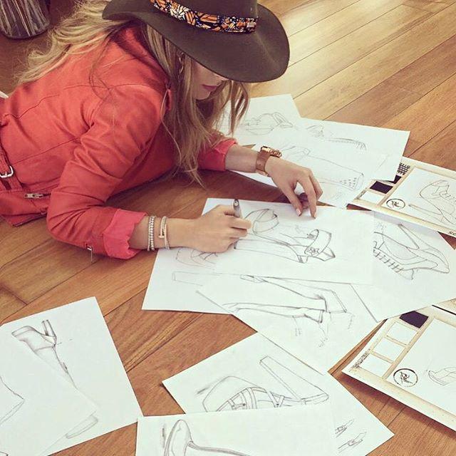 Amar A Muerte Capitulo 31: Belinda Ahora Es Diseñadora De Zapatos