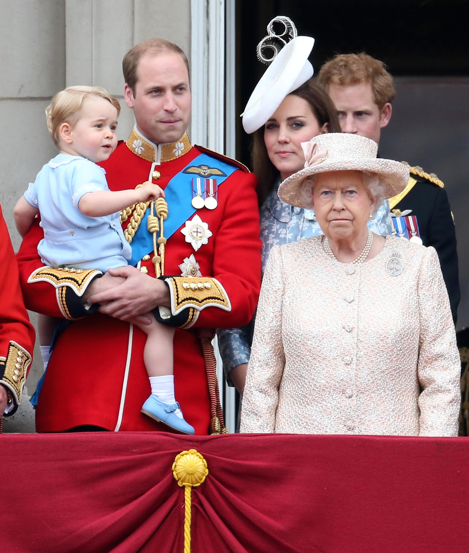 Amar A Muerte Capitulo 5: El Príncipe George Se Roba Las Cámaras En Cumpleaños De La