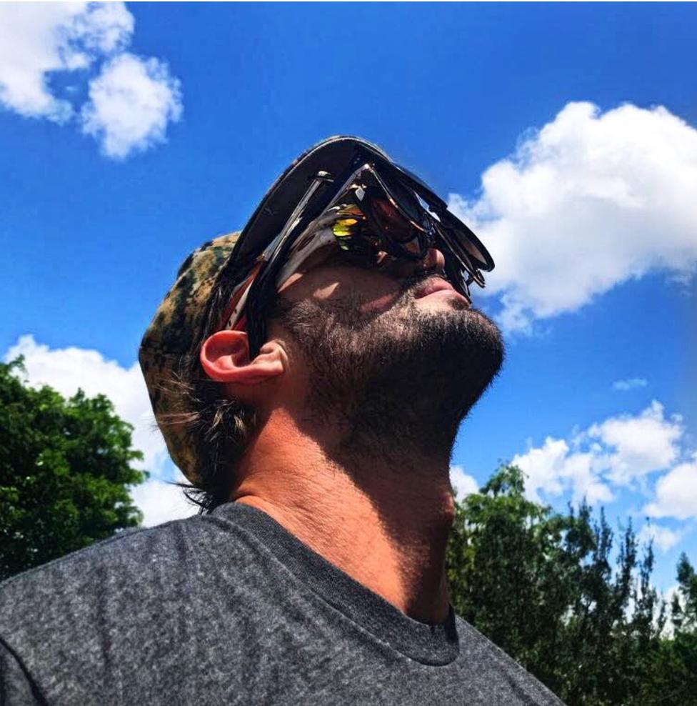 Con La Boca Abierta, Gafas De Sol Y Coreografías: Así Vieron El Eclipse Solar Estos Famosos